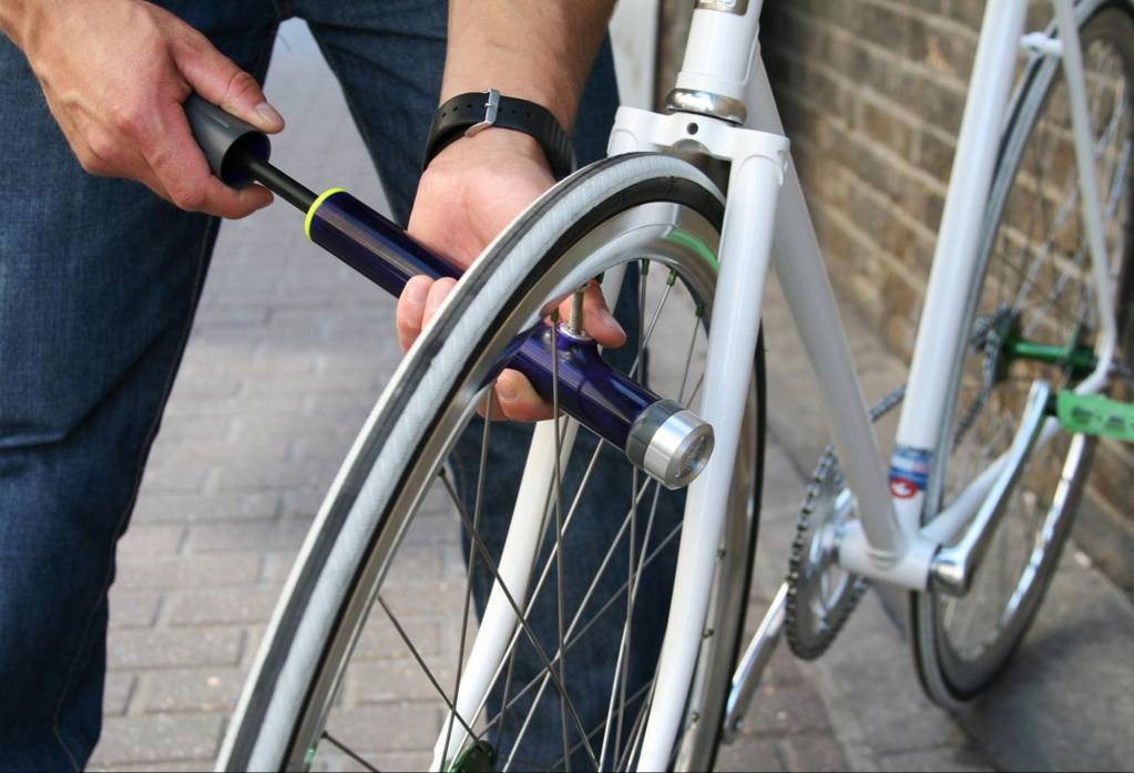 Как использовать ручной насос для накачки велосипедных колес? — velomot.com